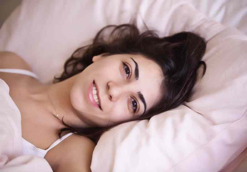 Cuscino Cervicale Come Usarlo.Cuscini E Guanciali Per La Cervicale Consigli Recensioni E